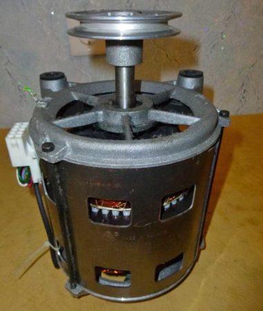 Электродвигатель стиральной машины с неисправным шкивом