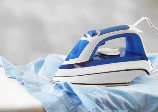 Как убрать клей с одежды с помощью утюга?