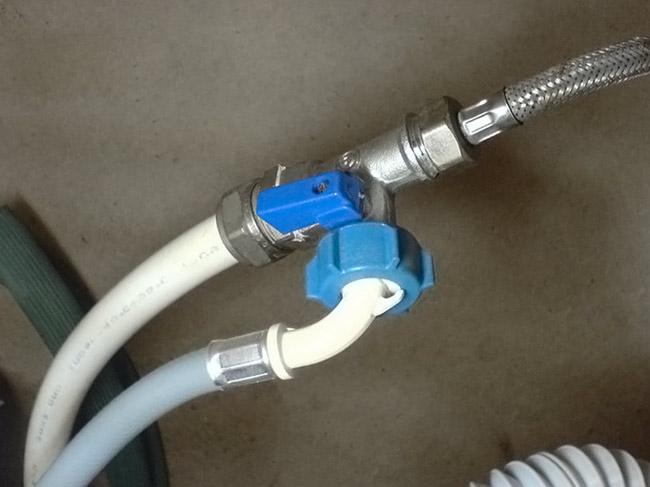 Не поступает вода в стиральную машину из-за неисправности подключения водопровода